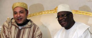 King Mohammed (L) of Morocco shakes hands with Mali's new President Ibrahim Boubacar Keita as he is welcomed at the Bamako-Senou International Airport September 18, 2013. REUTERS/Thierry Gouegnon (MALI - Tags: POLITICS ROYALS)